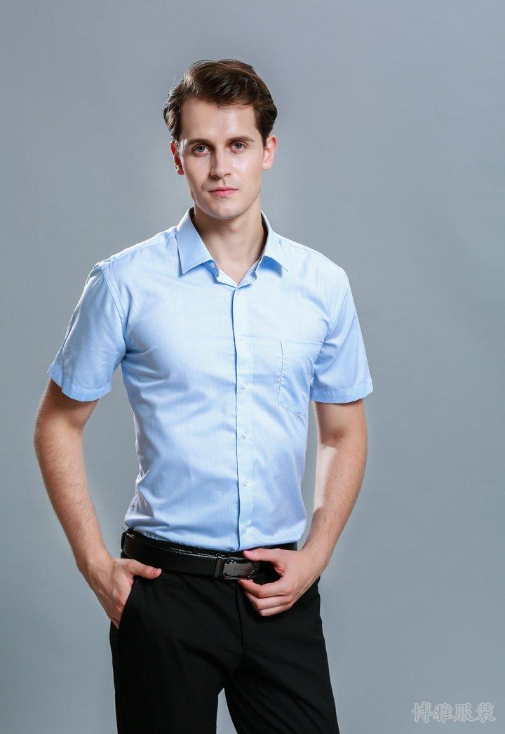 经典夏季浅蓝色短袖衬衫
